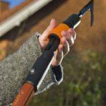 Fiskars Couteau grattoir pour terrasse, Désherbage entre les dalles/pavés, Tête d'outil QuikFit, Longueur: 25 cm, Lame en acier, Noir/Orange, QuikFit, 1000687 de la marque Fiskars image 3 produit
