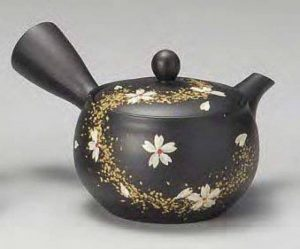Yamakiikai Noir Kyusu (de théière japonaise) fleur de cerisier blanches japonais avec motif de lignes d'or avec une passoire 280cc M719 du Japon de la marque Yamakiikai image 0 produit